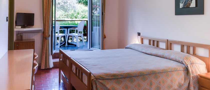 Hotel Mon Repos, Sirmione, Lake Garda, Italy - bedroom.jpg